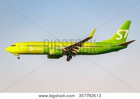 Moscow, Russia - June 20, 2019: Aircraft Boeing 737-83n(wl) Vp-bqd Of S7 Siberia Airlines Landing At