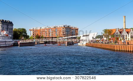 Gdansk, Poland - June 22, 2019: The Footbridge Over Motlawa River In Gdansk Connecting The Main Town