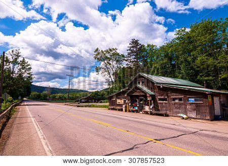 West Hickory, Pennsylvania, Usa 6/21/2019 A Small Store On State Rt 62 In Northwest Pennsylvania On