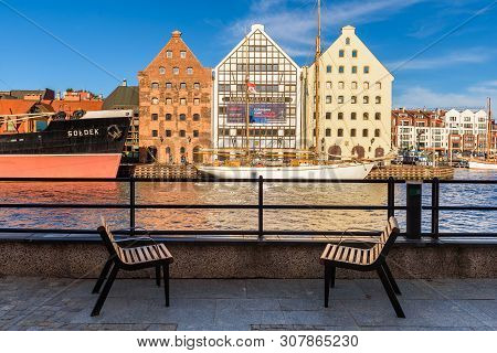 Gdansk, Poland - June 22, 2019: Benches On The Promenade Overlooking Motlawa River In Old Town Of Gd