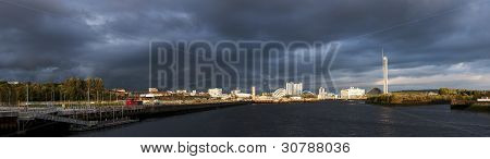 High Resolution Panorama Of River Clyde In Glasgow