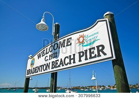 Bradenton Beach, Anna Maria Island, Fl/usa - May 19, 2019: Bradenton Beach Historic Pier On Anna Mar