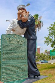 Unconditional Surrender Wwii Statue  In Downtown Sarasota Florida - June 9th 2019