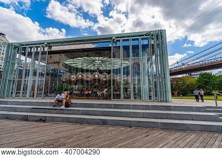 Brooklyn, New York, Usa - September 13, 2019: Brooklyn Historical Society Dumbo, Brooklyn Bridge, Hi