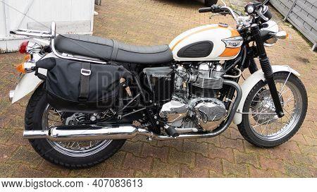 Bordeaux , Aquitaine France - 02 05 2021 : Triumph Bonneville T100 Bonnie Carburetor Bike Side View