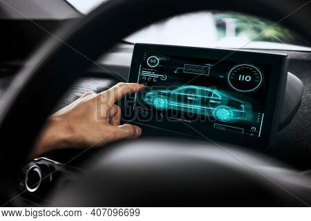 Cab river using a touch navigation screen in his car