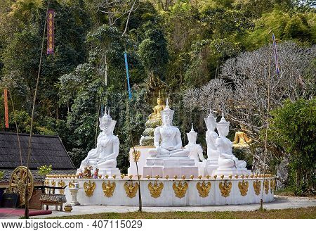White Buddhist Statues   Wat Tham Chiang Dao Buddhist Temple Complex. Chiang Dao National Park. Chia