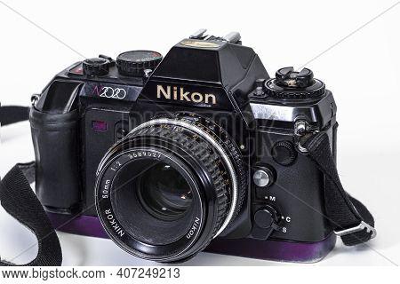 Israel. Rishon Lezion 02.06.2021. Film Camera Nikon N2020 With Nikkor 50mm  1:2 Close-up On A Light