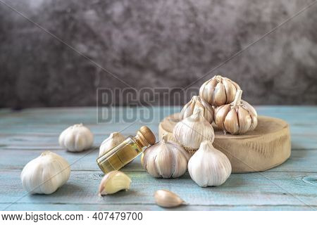 Bottle Of Garlic Oil.  Natural Fresh Garlic,the Nature Value Extracts For Cold Pressed Garlic Oil ,