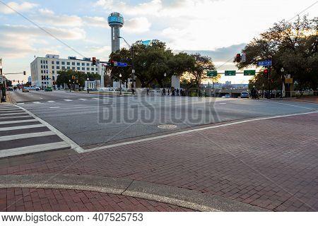 Dallas, Tx, Usa - December 23, 2013 : Corner Houston St. And Elm St. Presidential Limousine Turned F