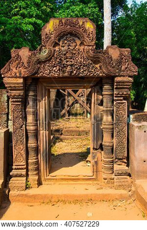The Entrance  To The Stone Carving Is The Narayana Avatar As Narasimha.this Stone Carving  Is Fine