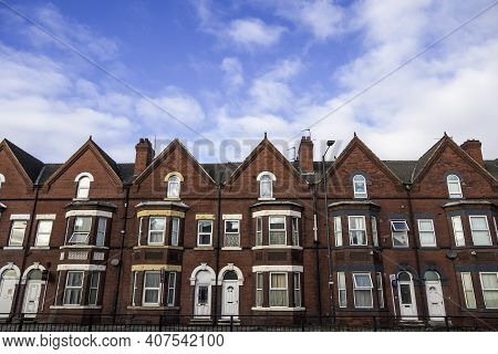 Doncaster, Uk - January 29, 2021.  A Row Of Traditional Terrace Houses On A Typical Uk Street With C