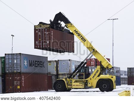 Doncaster, Uk - February 2, 2021.  A Heavy Lifting Machine Lifting A Cargo Box Or Shipping Container