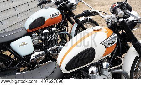 Bordeaux , Aquitaine France - 02 05 2021 : Triumph Bonneville T100 Bonnie Motorbike Detail Side Outd
