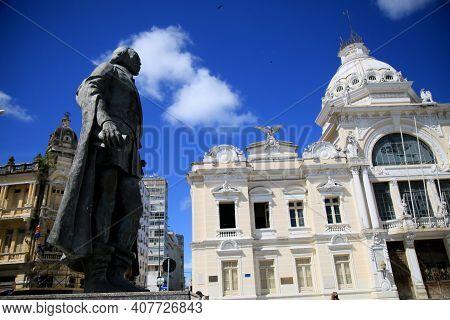 Salvador, Bahia, Brazil - February 10, 2021: Statue Of Thome De Sousa And In Depth The Rio Branco Pa