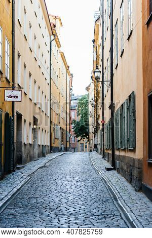 Stockholm, Sweden - August 8, 2019: View Of Empty Narrow Cobblestoned Street In Gamla Stan After Rai