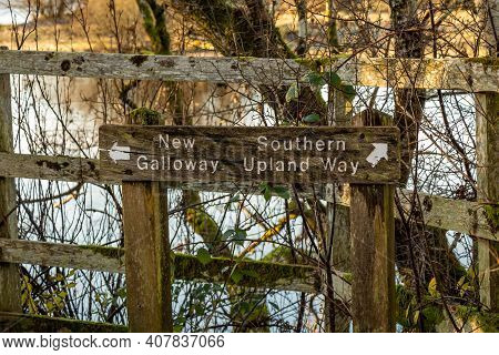 Old Wooden Countryside Sign Showing Directions To New Galloway And The Southern Upland Way, Dalry, G