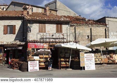 Norcia (pg), Italy - May 25, 2015: Typical Delicatessen Shop In Castelluccio Di Norcia, Highland Of