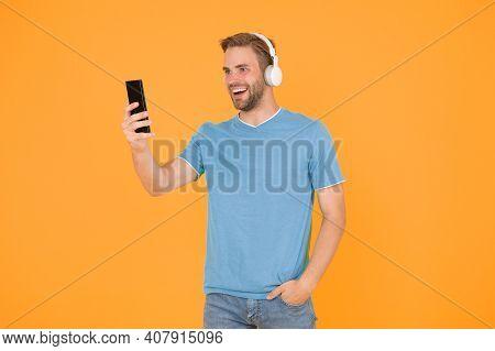 Get Music Family Subscription. Enjoy Music Concept. Best Music Apps That Deserve Listen. Guy Modern