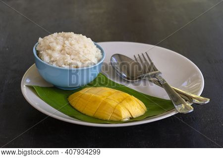 Thai Style Dessert, Mango With Sticky Rice On Plate. Yellow Mango And Sticky Rice Is Popular Traditi