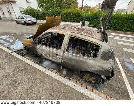 Strasbourg, France - Oct 17, 2020: Burnt Renault Mini Car On The Street Of Strasbourg In Bad Neighbo