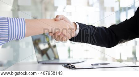 Close-up Hand To Hand, Congratulations On Joining The New Employee, Welcome With A Handshake, Expres
