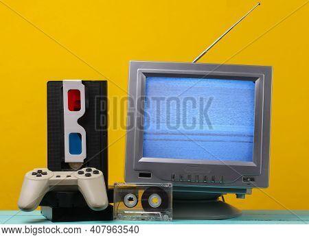 Retro Media, Entertainment 80s. Antenna Old-fashioned Retro Tv Receiver, Anaglyph Stereo Glasses, Au