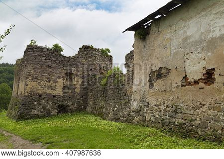Scenic Ruins Of Medieval Zoloty Potik Castle Outdoor At Summer Day. Tourist Landmark Of Polish And U