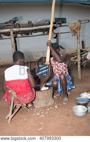 Anekro, Ivory Coast-august 20, 2015: An Old Woman Pounding Food Preferred By Many People In Ivory Co