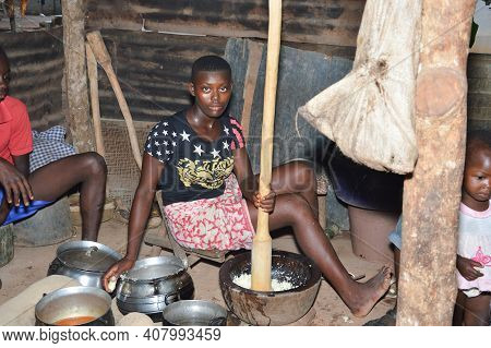 Anekro, Ivory Coast- August 20, 2015: Girl Pounding Food Preferred By Many People In Ivory Coast .