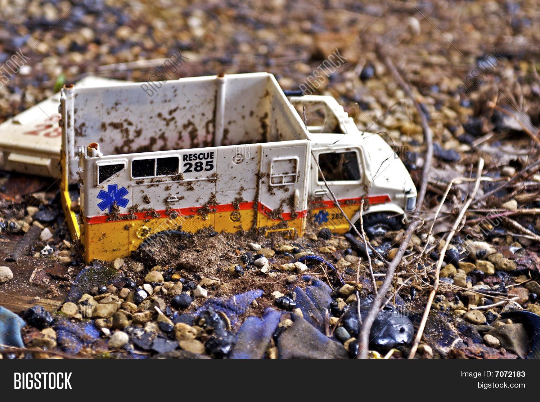 Imagen Y Foto Carro De Juguete Prueba Gratis Bigstock