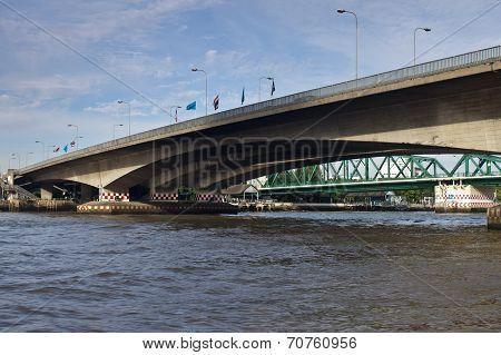 Phra Pok Klao Bridge