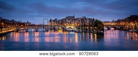 Ile De La Cite And Pont Neuf At Dawn - Paris