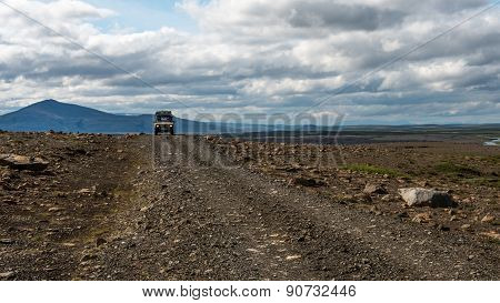 4x4 driving In Iceland