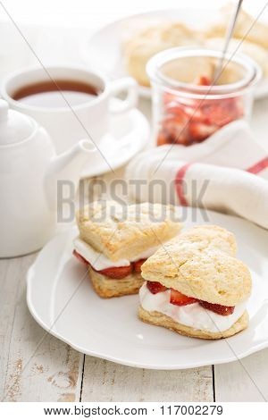Strawbbery shortcakes with whipped cream