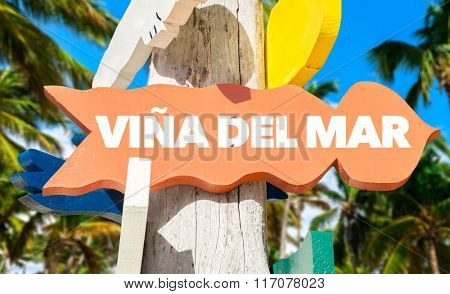 Vina Del Mar welcome sign with palm trees