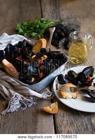 Naples style mussels with tomatoes