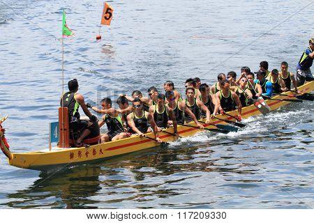 athletes on dragon boat