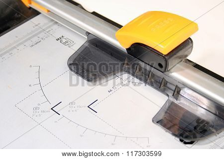 Office paper cutter