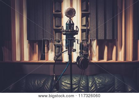 Extra high definition microphone at boutique recording studio.
