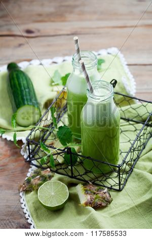 Healthy green juice with fresh vegetable and fruit