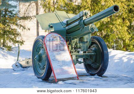 122- mm Howitzer M-30.
