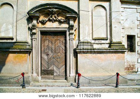 Church Santo     The Old Door