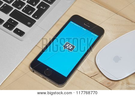Iphone 5S With Blackberry Messenger App For Ios