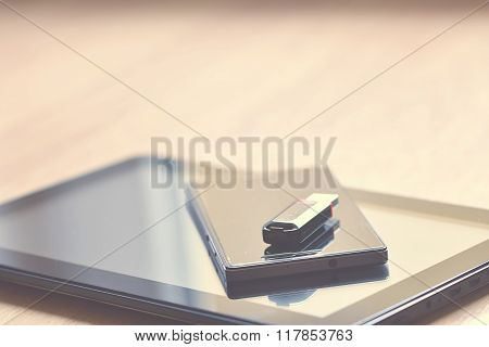 Tablet, smart phone, (cell phone) and USB flash drive. Technological background.