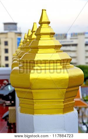 Roof      Temple   In   Bangkok  Sky Line