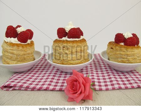 Raspberry torte from puff pastry