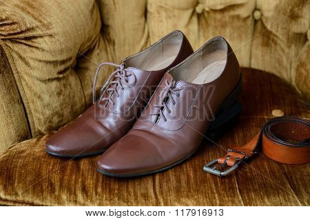 Brown Leather Medallion Toe Wholecuts Shoes