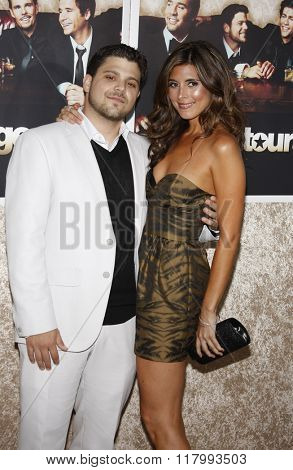 Jamie-Lynn Sigler and Jerry Ferrara at the HBO's Official Premiere of