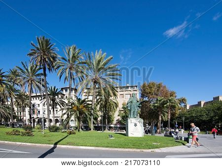 MALLORCA, BALEARIC ISLANDS, SPAIN - NOVEMBER 8, 2017: Paseo Maritimo and statue of Ramon Llull on a sunny day in Palma de Mallorca on November 8, 2017 in Mallorca, Balearic islands, Spain.